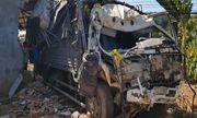 Tin tai nạn giao thông mới nhất hôm nay 8/12/2019: Xe tải lao vào nhà dân, 5 người kịp thoát thân