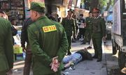 Hà Nội: Người đàn ông trọng thương, nghi bị súng tự chế bắn giữa phố