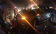 Xuống đường đi bão, ô tô bán tải tông vào cột điện khiến 2 người bị thương