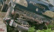 Xe tải mất lái đâm chết thầy giáo rồi lao xuống ruộng