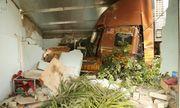 Tin tai nạn giao thông mới nhất ngày 19/12/2019: Xe container lao vào nhà dân, 3 người thoát chết