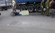 Ba ông cháu bị container tông trên đường về nhà, hai cháu nhỏ tử vong tại chỗ