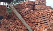 Bắc Giang: Đống gạch cao 5m bất ngờ đổ sập khiến 4 công nhân thương vong