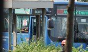 """Vụ """"giang hồ"""" cầm hung khí đập phá xe buýt ở TP.HCM: Công an vào cuộc điều tra"""