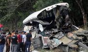 Tai nạn kinh hoàng xe buýt đâm xe tải, 21 người chết