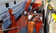 Cứu thuyền trưởng tàu cá nghi vỡ bàng quang trên biển Hoàng Sa