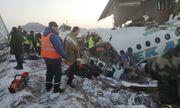 Máy bay chở 100 người lao vào tòa nhà hai tầng, ít nhất 14 người thiệt mạng
