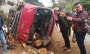 Tin tai nạn giao thông mới nhất ngày 29/12/2019: Xe khách lật nghiêng, 12 người bị thương