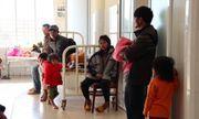 Ăn đồ ăn từ thiện, hơn 80 trẻ ngộ độc nhập viện cấp cứu
