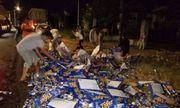 Hơn 500 thùng bia đổ xuống đường, người dân nhiệt tình gom giúp tài xế trong đêm giao thừa