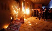 Cận cảnh đại sứ quán Mỹ tại Iraq bị người biểu tình thiêu trụi