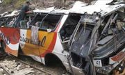 Xe buýt mất lái, đâm liên hoàn hai xe tải khiến 16 người thương vong