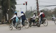 Không chấp hành hiệu lệnh của CSGT, người đi xe đạp có thể bị phạt 200 nghìn đồng