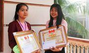 Khen thưởng hai nữ sinh trường nội trú nhặt được của rơi trả người đánh mất