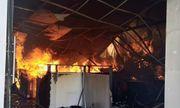 Bình Dương: Xưởng nội thất bốc cháy dữ dội, khói đen ngút trời