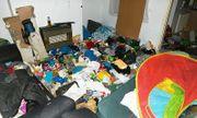 Bỏ bê con sống đói khổ trong nhà ngập rác, cha mẹ nghiện ma túy thoát án tù