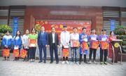Hà Nội: Thầy cô THPT Trần Thánh Tông trích thu nhập, tặng quà Tết cho học sinh khó khăn