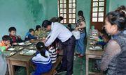 Xúc động giáo viên cắm bản góp gạo thổi cơm trưa nuôi học trò nghèo