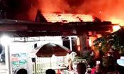 Hỏa hoạn thiêu rụi tiệm tạp hóa trong đêm, hàng tỷ đồng hóa thành tro
