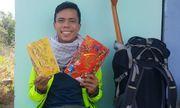Thầy giáo một mình đi bộ 400km từ TP.HCM về quê ăn Tết chỉ với 100.000 đồng trong ví