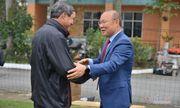 HLV Park Hang Seo tặng quà chúc Tết ông Mai Đức Chung trước khi về Hàn Quốc