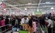 Cảnh nghìn người chen chúc khi sắm Tết tại siêu thị, đông đến nghẹt thở