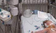 Uống sữa non pha sữa mẹ, bé gái 3 tháng tuổi nguy kịch