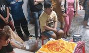 Xót xa cảnh con trai bị down thẫn thờ ngồi trước thi thể người cha già đột tử ngày cận Tết