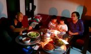 Hà Nội mưa lớn trước giao thừa, dân mạng than trời vì mất điện trong tối 30 Tết