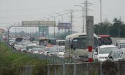 Người dân đồ về Hà Nội sau kì nghỉ Tết, cao tốc Pháp Vân - Cầu Giẽ ùn tắc kéo dài