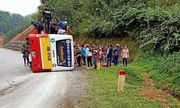 Thái Nguyên: Lật xe buýt, hành khách hoảng loạn đập cửa kính thoát thân