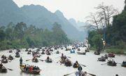 Hơn 4 vạn du khách trẩy hội chùa Hương ngày mùng 5 Tết