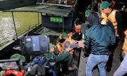 Kịp thời cứu nạn 7 ngư dân bị chìm tàu trên biển Thanh Hóa