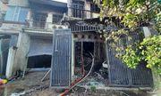 Cháy lớn trong đêm, nhiều người ôm tài sản bỏ chạy