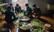 Lạng Sơn: Nhộn nhịp căn bếp ấm tình quân dân tại trại cách ly