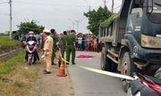 Xót xa bé gái 3 tuổi lao ra đường bị xe ben tông tử vong