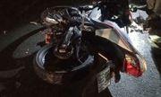 Chạy xe máy tốc độ cao, nam thanh niên thiệt mạng sau cú tông vào ô tô đang lùi