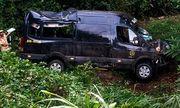 Tin tai nạn giao thông mới nhất ngày 11/2/2020: Xe limousine lao xuống đèo, 8 người thoát chết