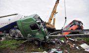 Tai nạn liên hoàn giữa 2 ôtô khách và xe bồn trên quốc lộ 1, 7 người bị thương