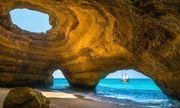 Cận cảnh bãi biển tuyệt đẹp nằm ẩn mình trong hang động