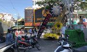 TP.HCM: Cổng chào chúc mừng năm mới đổ xuống đường, 1 người bị thương