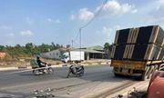 Tin tai nạn giao thông mới nhất ngày 15/2/2020: Xe container trôi trên đường cán chết người bán vé số