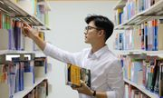 Ngẩn ngơ trước nhan sắc thầy giáo tiếng Hàn đặc biệt mới về
