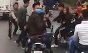 Nhóm thanh niên đầu trần, đi xe máy lạng lách trước ô tô chở tân binh ở Hài Dương khai gì?