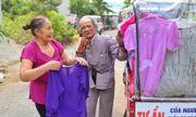 Niềm vui tuổi già của cụ ông 80 tuổi chạy xe ba gác bán quần áo 0 đồng