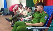 Hơn 700 tình nguyện viên hiến gần sáu trăm đơn vị máu