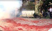 Tin tức thời sự mới nóng nhất hôm nay 4/3/2020: Pháo đốt đỏ đường trong một đám cưới ở Hà Nội