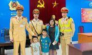 Hà Nội: Cảnh sát giao thông tìm người thân cho hai cháu bé đi lạc
