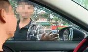 Bắt khẩn cấp 2 thanh niên chặn ô tô để