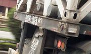 Video: Phẫn nộ container đâm xe con văng vào lề đường rồi thản nhiên thẳng tiến